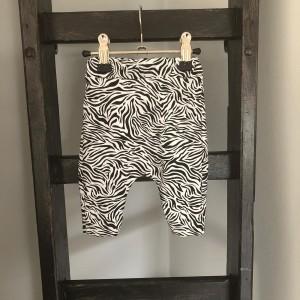 broek 44 zebra